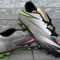 sepatu bola nike,Nike Hypervenom Hitam Strip Putih Merah