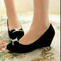 wedges black