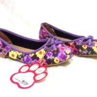 Flat shoes flower
