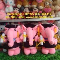 Boneka Wisuda Gajah Pink