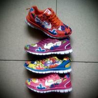 Sepatu nike bunga