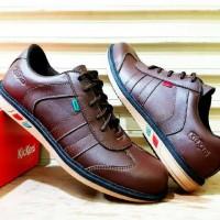 Sepatu kulit kickers casual warna coklat pilihan gaya pria