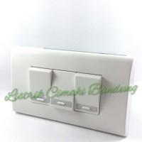 Panasonic Saklar Triple (3xWEJ5531) + Frame Panjang WEHJ6803W