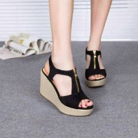 wedges resleting hitam dan krem