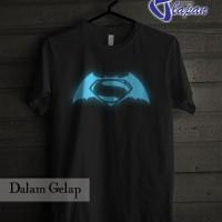 Kaos Batman V Superman Glow In The Dark