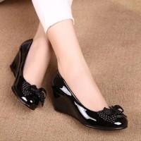 SDH29 Sepatu Wedges Pantofel Motif Polkadot Cantik - Hitam