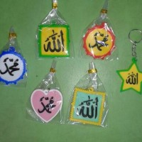 souvenir gantungan kunci karet kaligrafi unik murah