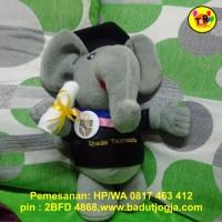 Boneka Wisuda Gajah Berdiri Plus Pin dan Bordir Nama 30 cm Abu-abu