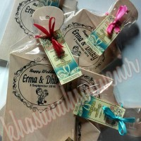 souvenir telenan kayu kemas plastik