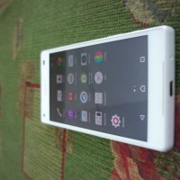 Sony Xperia Z3 Compact White 32GB-2GB Ram (bekas)