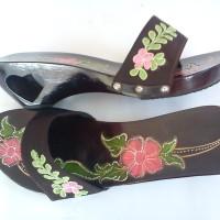Sandal Wanita Kelom Geulis Kokop Corak Bunga K20