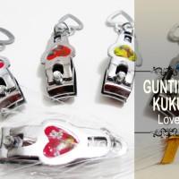 Souvenir Gunting Kuku Love