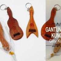 Souvenir Gantungan Kunci Gitar Kayu
