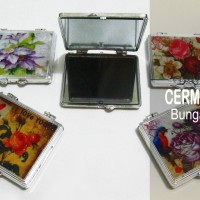 Souvenir Cermin Bunga