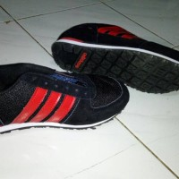 sepatu kets/olahraga/running shoes adidas