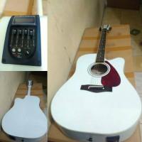 akustik elektrik Yamaha F310 putih tuner