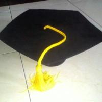 topi toga (guru besar/dosen)