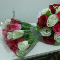 Bunga mawar setangkai