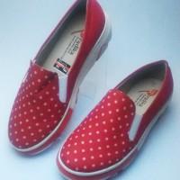 sepatu wanita merah kanvas corak polkadot