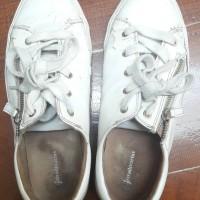 preloved sneakers zipper stadivarius