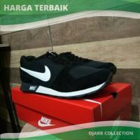 Sepatu Nike MD Runner Waffle Trainer Man Pria Cowo Laki Hitam Putih