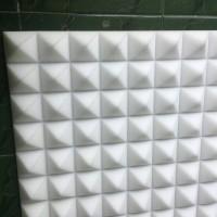 busa peredam suara piramid warna putih