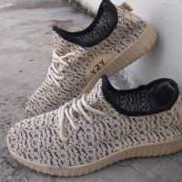 Sepatu Adidas Yeezy Sneakers Casual Cream