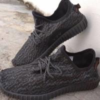 Sepatu Adidas Yeezy Sneakers Casual Full Hitam