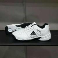 Sepatu Tenis Pria Adidas / Tennis Badminton Olahraga Lari Jogging II m