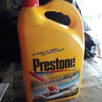 air radiator coolant prestone galon hijau dan merah