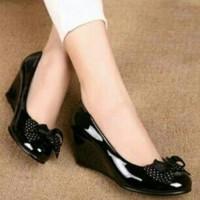 Sepatu Wanita Wedges Hitam Glossy Polkadot nyaman dipakai