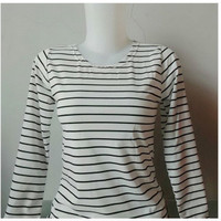 Kaos Wanita Motif Strip tee lengan panjang putih  / Baju Cewek Strip
