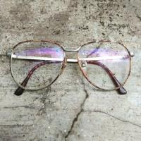 kacamata antik vintage