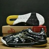 Sepatu Futsal Specs Barricada Ultima In (Black-Gold)