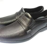 Sepatu Pria Pantofel Karet Levu Motif Polos - 39