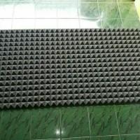 busa piramid hitam ukuran 1x2 meter tebal 5 cm