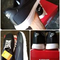 Sepatu Nike Running Warna Hitam Unisex