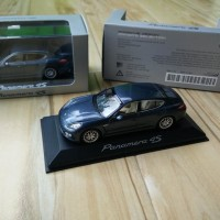 Diecast Porsche Panamera 4S yachting blue metalic Minichamps