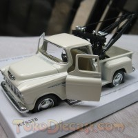 Chevy Stepside Tow Truck Krem (Diecast Miniatur Mobil 1/32 Kinsmart)