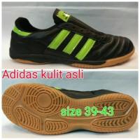 sepatu futsal Adidas kulit asli