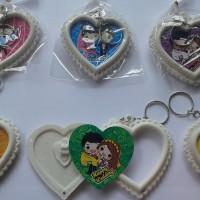 souvenir pernikahan gantungan kunci bingkai pengantin murah