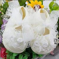 Sepatu Bayi Perempuan Prewalker Renda Cream White