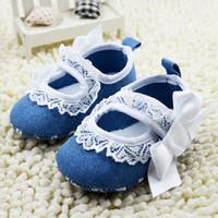 Sepatu Prewalker Baby Biru dengan Renda Pita Putih