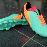 Sepatu bola anak (Calci fury jr) jade/orange