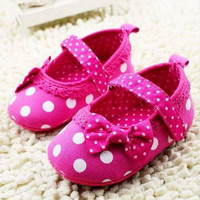 Sepatu prewalker PW anak bayi Cewek Polkadot Pink Fushia