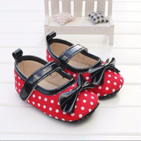 Sepatu Prewalker PW Anak Bayi Perempuan Merah Polkadot Pita Hitam