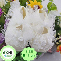 Baby Girl Crib Shoes White Lace - B / Sepatu Bayi 3-6 bulan Perempuan