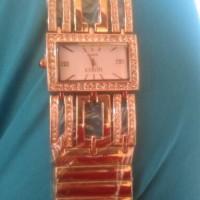 jam tangan gucci kotak