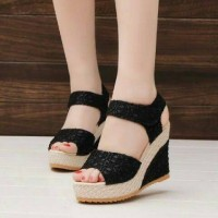 Wedges Brukat ON29 - Hitam Limited