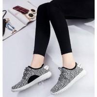 Sepatu Kets Wanita Casual Sol Putih SP22